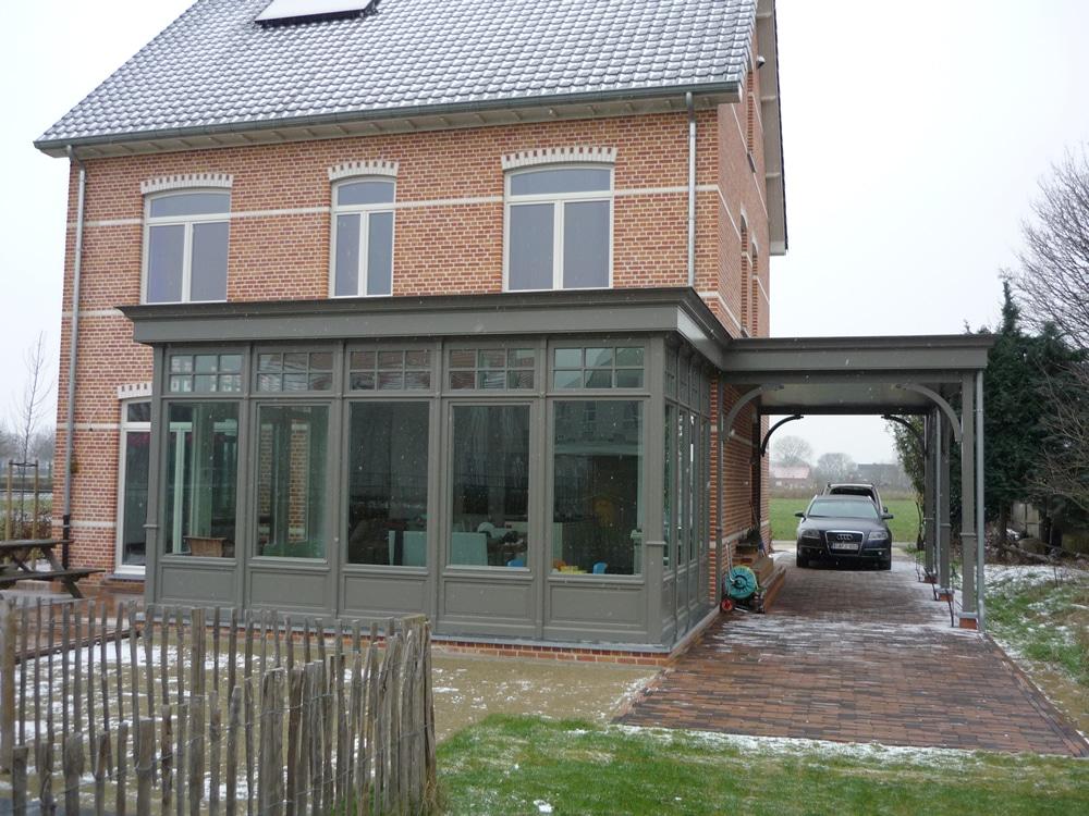 Houten carports geïntegreerd met houten veranda