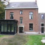 Houten ramen met bijhorende veranda