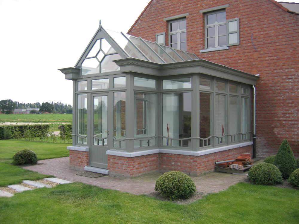 https://www.vandeperrebvba.be/wp-content/uploads/2014/09/houten-veranda-glas-1.jpg