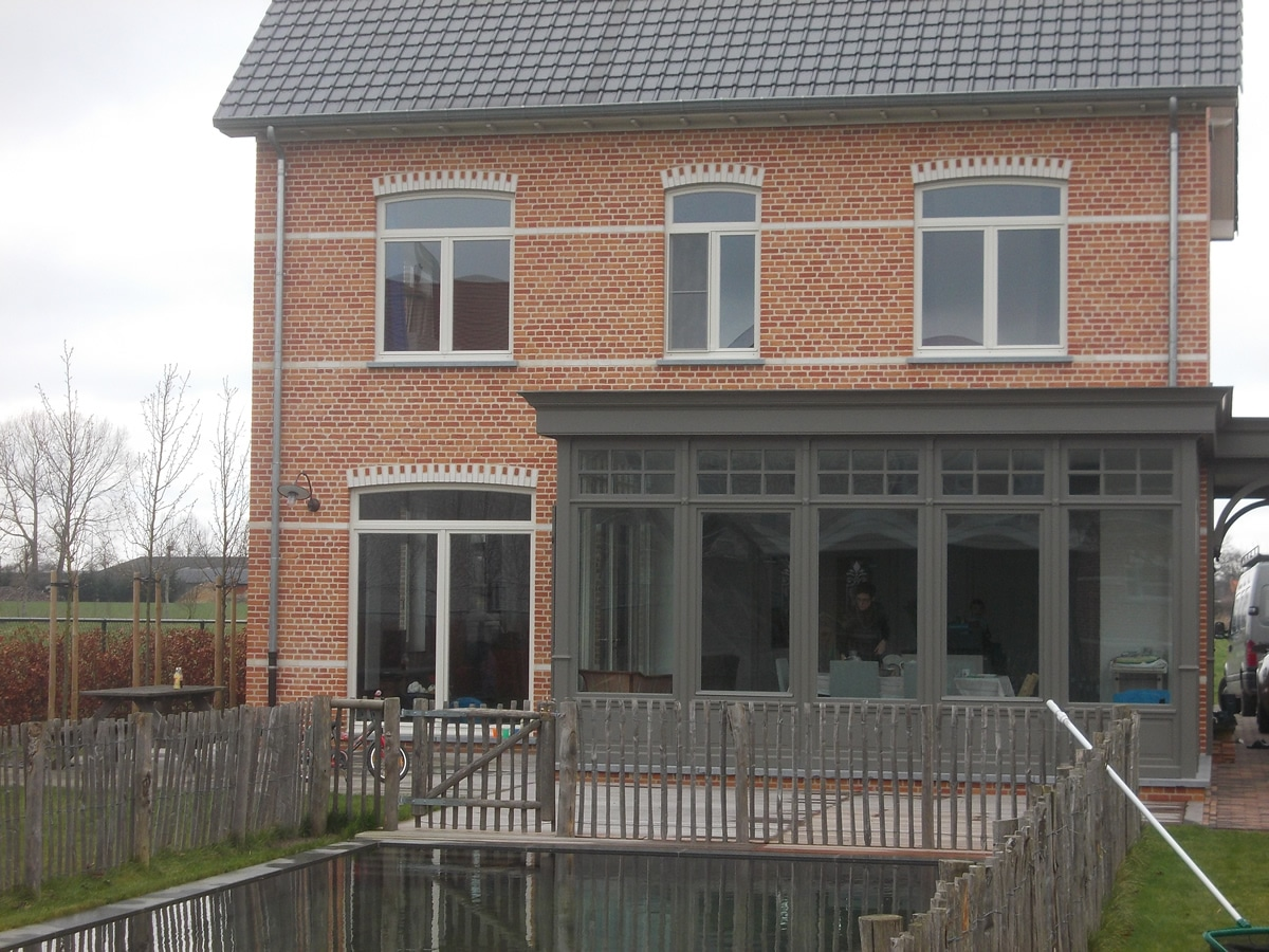 Nieuwbouw van ramen tot veranda van de perre bvba for Houten veranda